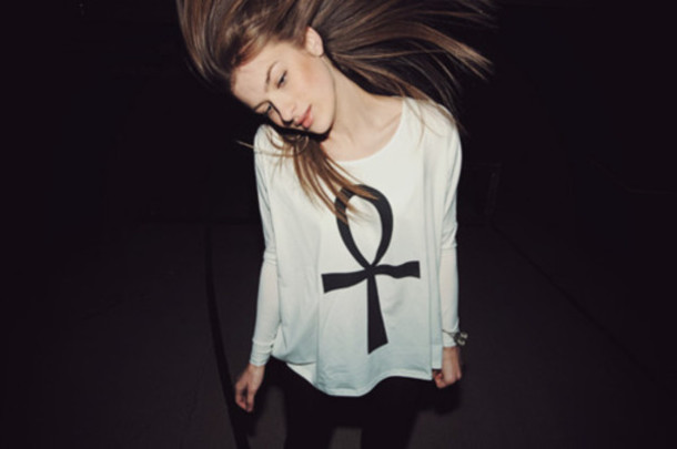 Купить женскую футболку в интернет-магазине